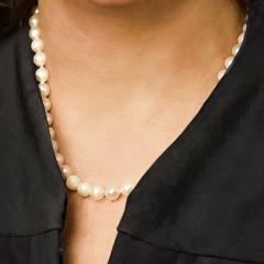 Judge-Weilheimer-painting-detail-necklace
